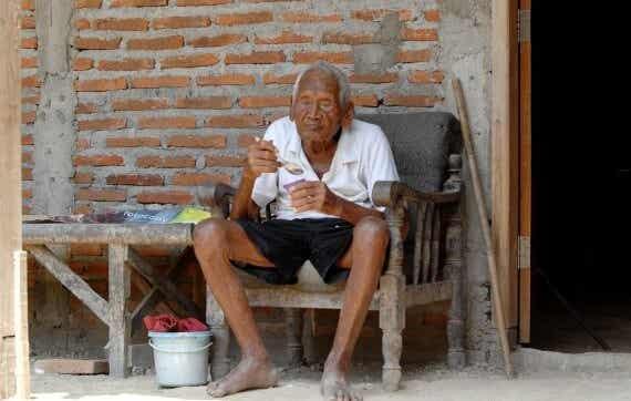 La increíble historia de Mbah Gotho, el hombre que dice tener 145 años