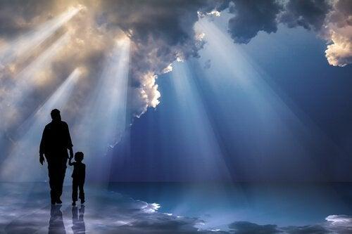 Padre-e-hijo-agarrados-de-la-mano