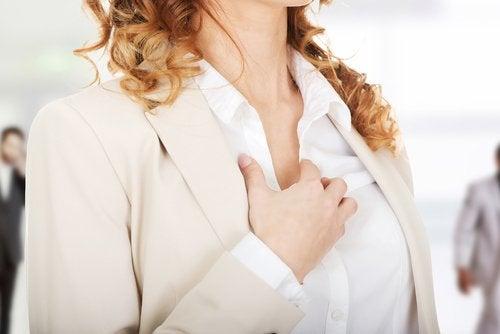 Mujer con palpitaciones.
