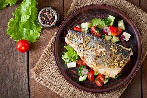 Pescado con vitaminas para un hueso quebrado