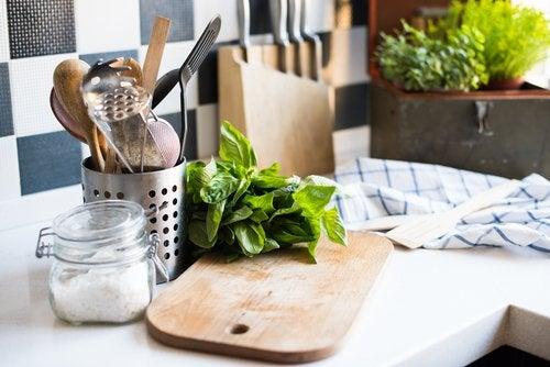 Por qué conviene cocinar con menos sal