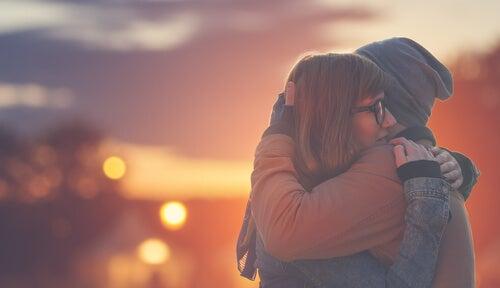 Beneficios psicológicos del abrazo