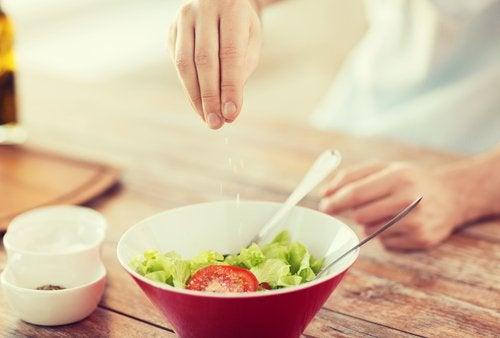 Trucos para cocinar con menos sal sin perder el sabor