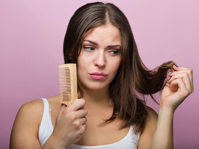8 formas en las que estás dañando tu cabello sin darte cuenta