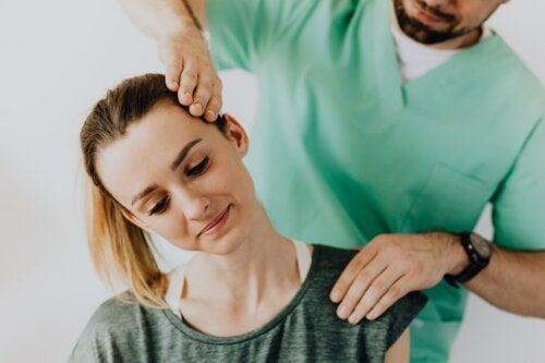 6 ejercicios para mitigar el dolor cervical