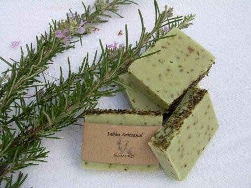 Jabón de romero para la piel grasa