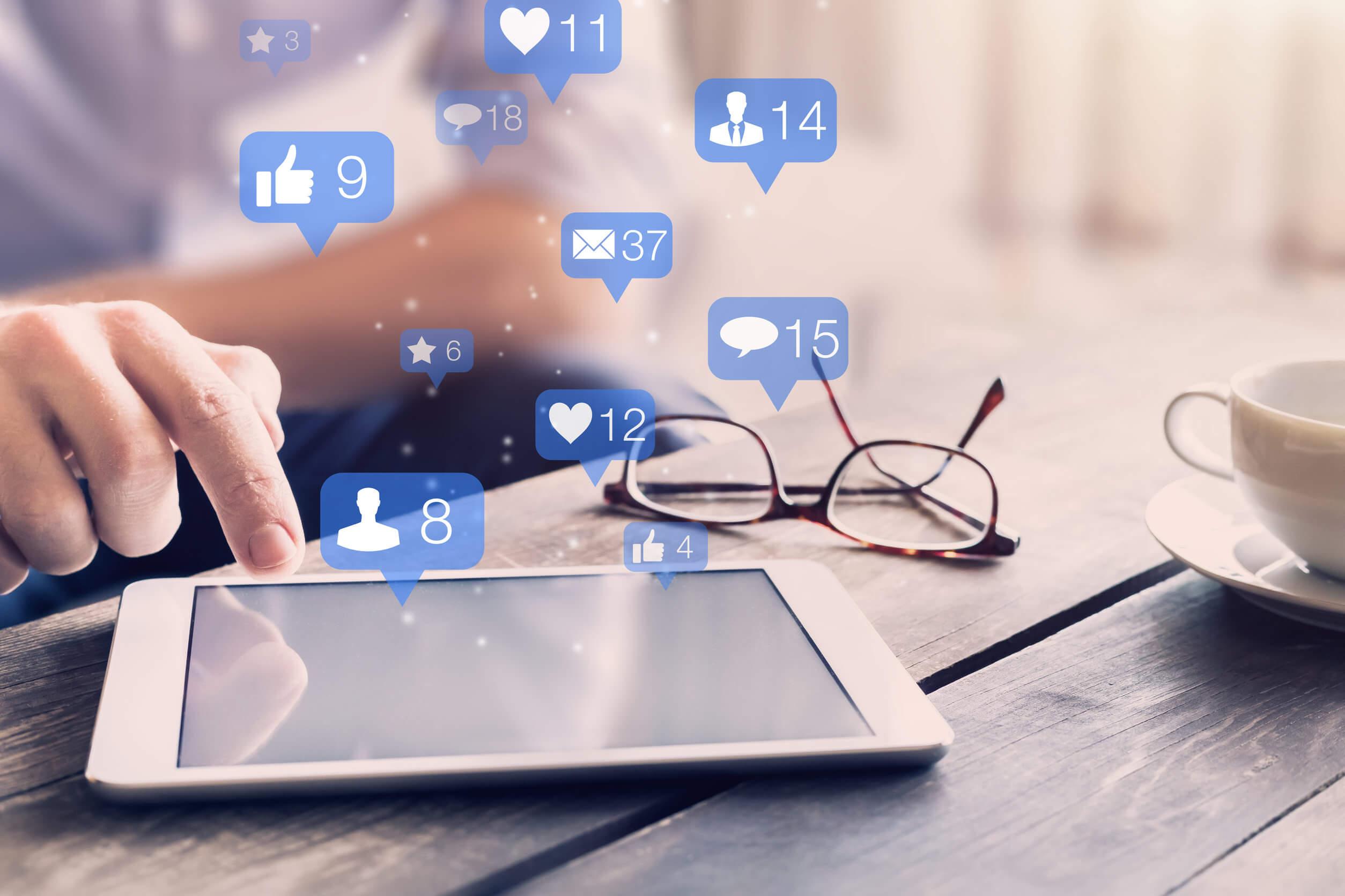 Las redes sociales: relaciones basadas en el control y la ansiedad