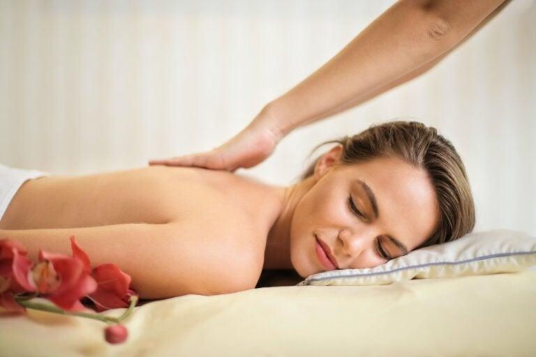 Descubre cómo hacer los cinco masajes más placenteros