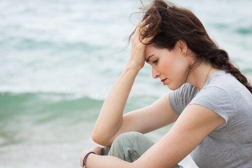 Mujer triste por un amor imposible