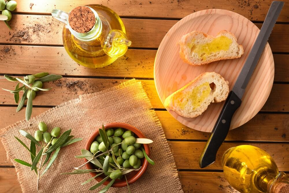 Pan con aceite de oliva y hierbas