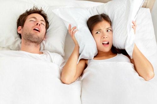 Dormir en habitaciones separadas puede ser beneficioso para tu relación