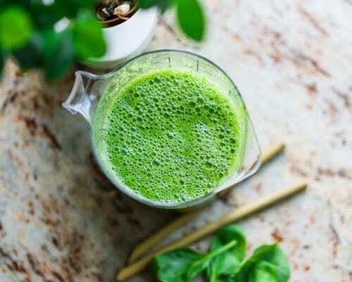 Remedio con perejil y limón para combatir la retención de líquidos