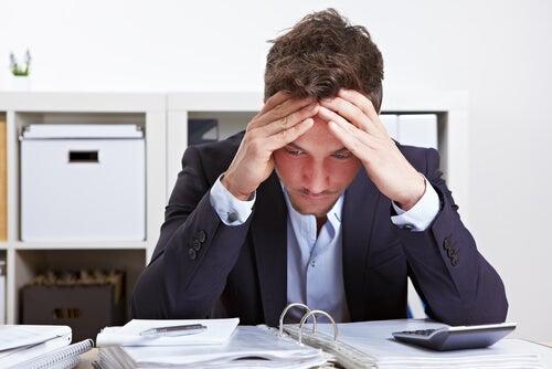 """¿Qué es el """"síndrome burnout"""" y cómo evitarlo?"""