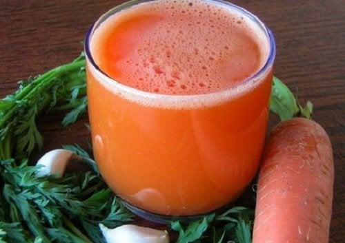 Remedio con zanahoria y ajo para combatir el agotamiento