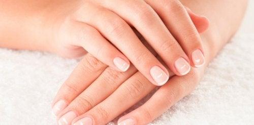 9 consejos para cuidar las uñas por dentro y por fuera de manera natural