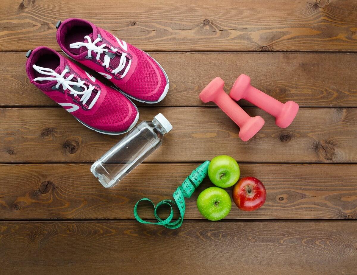Hacer ejercicio y llevar una buena alimentación ayuda a ganar en salud