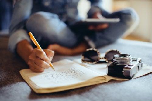 Leer y llevar un diario mantiene el cerebro joven