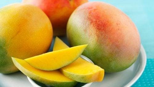 Comer mango para las hemorroides