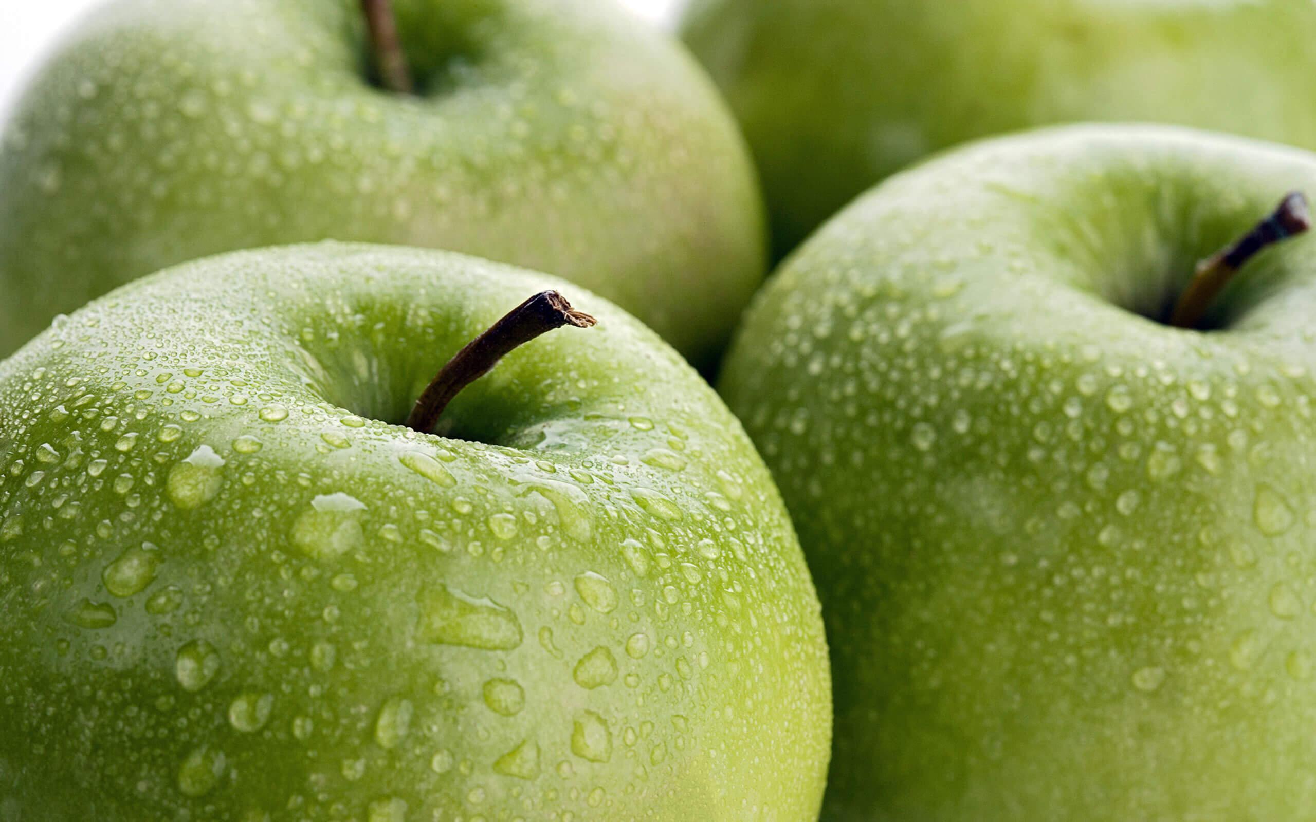 La cáscara de la manzana es buena para la salud.