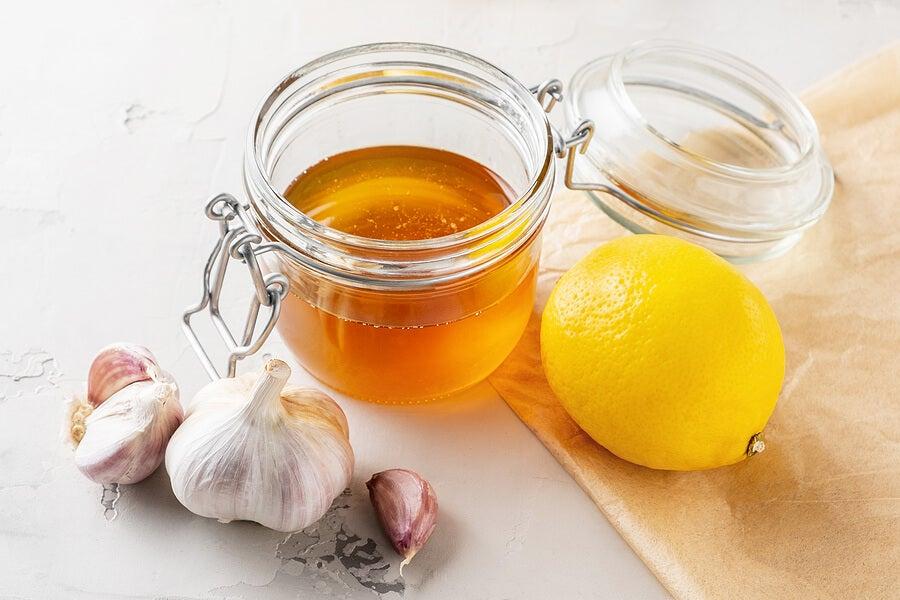 Miel con ajo y limón.