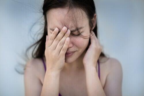 Mujer con crisis de ansiedad