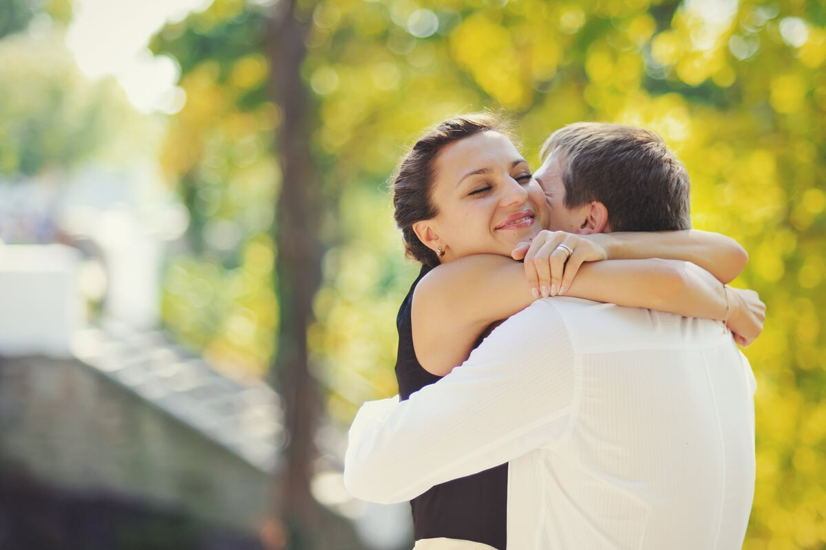 Un abrazo puede hacer feliz a alguien.