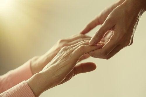 manos-sujetándose