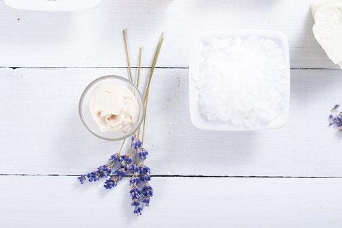 Remedio con arcilla blanca, propóleo y lavanda para los eczemas