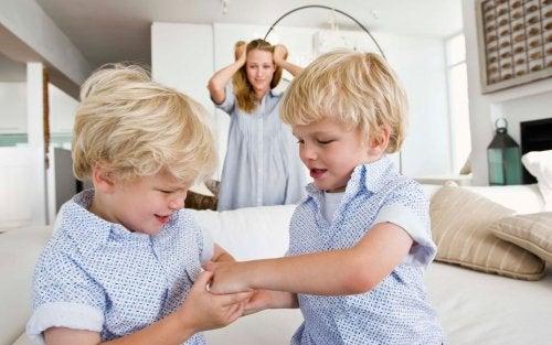 Evitar la rivalidad entre hermanos