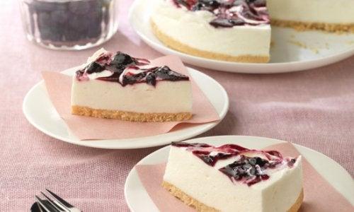Cómo hacer tarta de yogur con arándanos