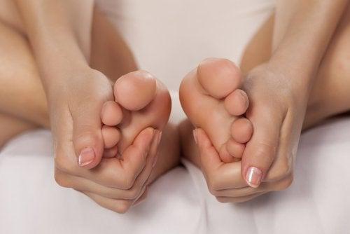Beneficios de remojar los pies en vinagre