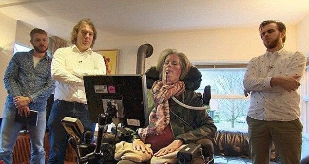 ¡Maravilloso! Una mujer con ELA puede volver a comunicarse con los suyos gracias a un chip cerebral