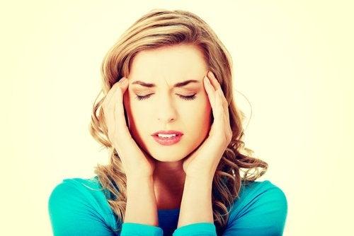 La migraña intensa es una de las señales que alertan de un derrame cerebral
