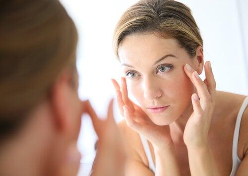 ¿Por qué lavar tu rostro con vinagre de manzana? Conoce sus beneficios