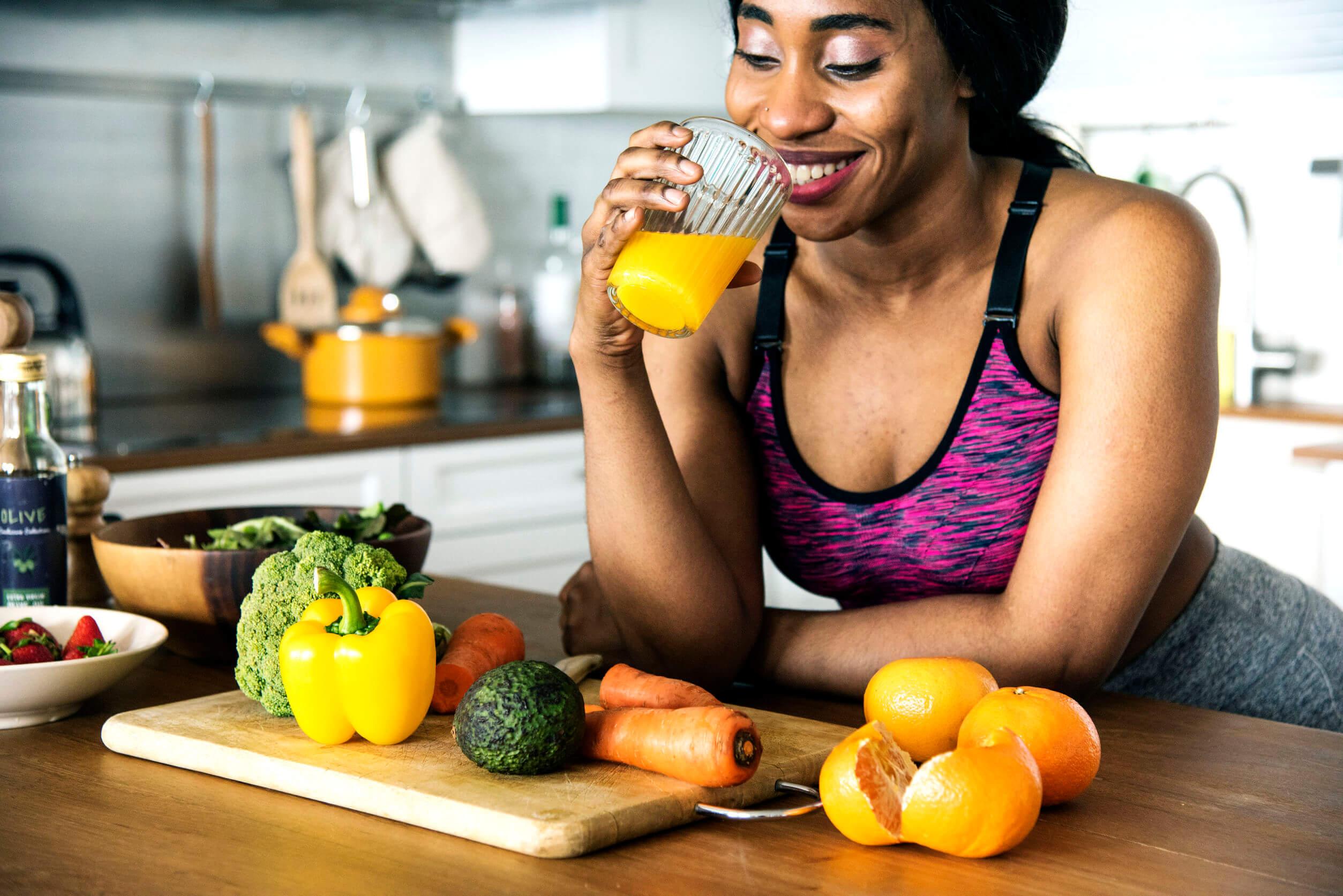 Una buena alimentación es importante para reducir los michelines.