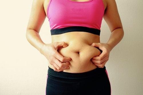 Mujer con gases estomacales