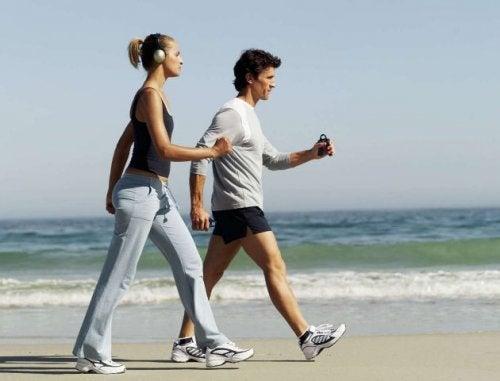 caminar-cada-día-para-perder-peso-en-la-arena