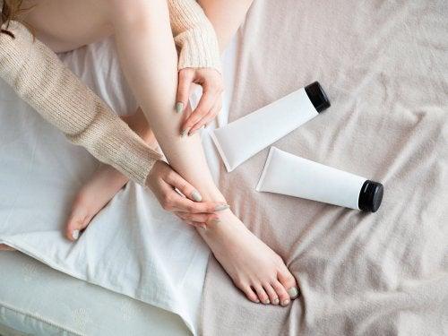 Crema con efecto frío-calor para mejorar la circulación de las piernas.