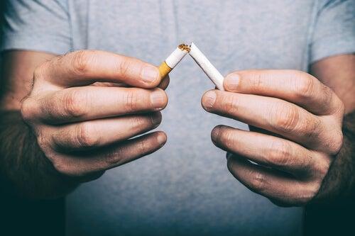 Dejar de fumar debe hacerse cuanto antes.