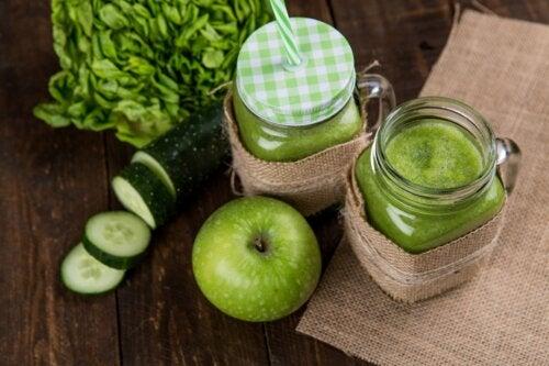 4 jugos verdes para desintoxicar el colon