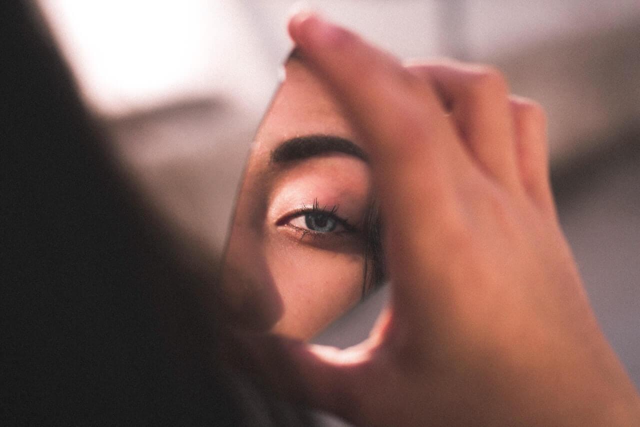 La ley de espejo permite hacer un ejercicio de instrospección.