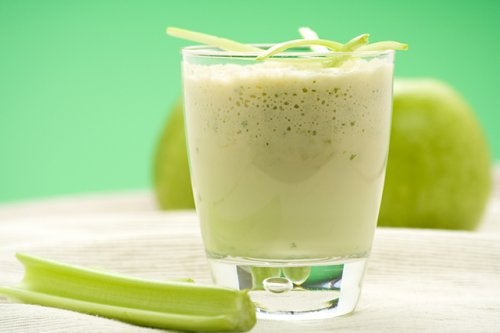 manzana verde y apio