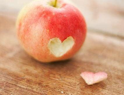 manzana simbolizando los rituales de la felicidad