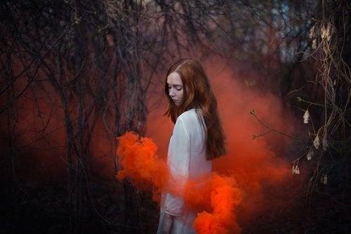 mujer-nube-roja fin del amor