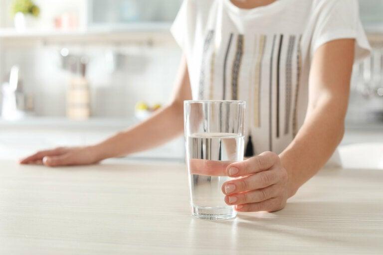 8 señales de que debes tomar agua inmediatamente