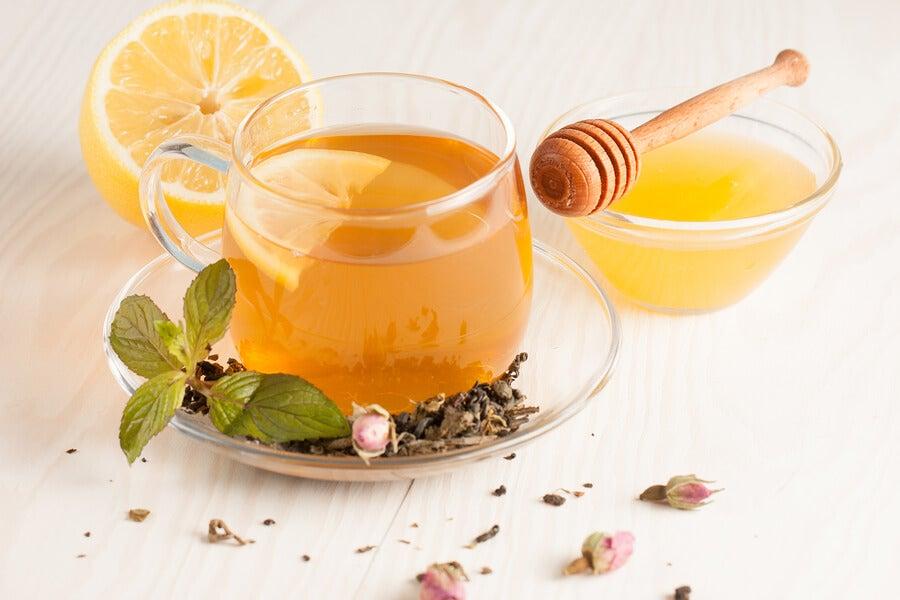 Té de jengibre, limón y miel
