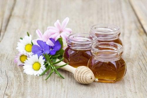 Tónico capilar con romero, canela, ortiga y miel de abeja