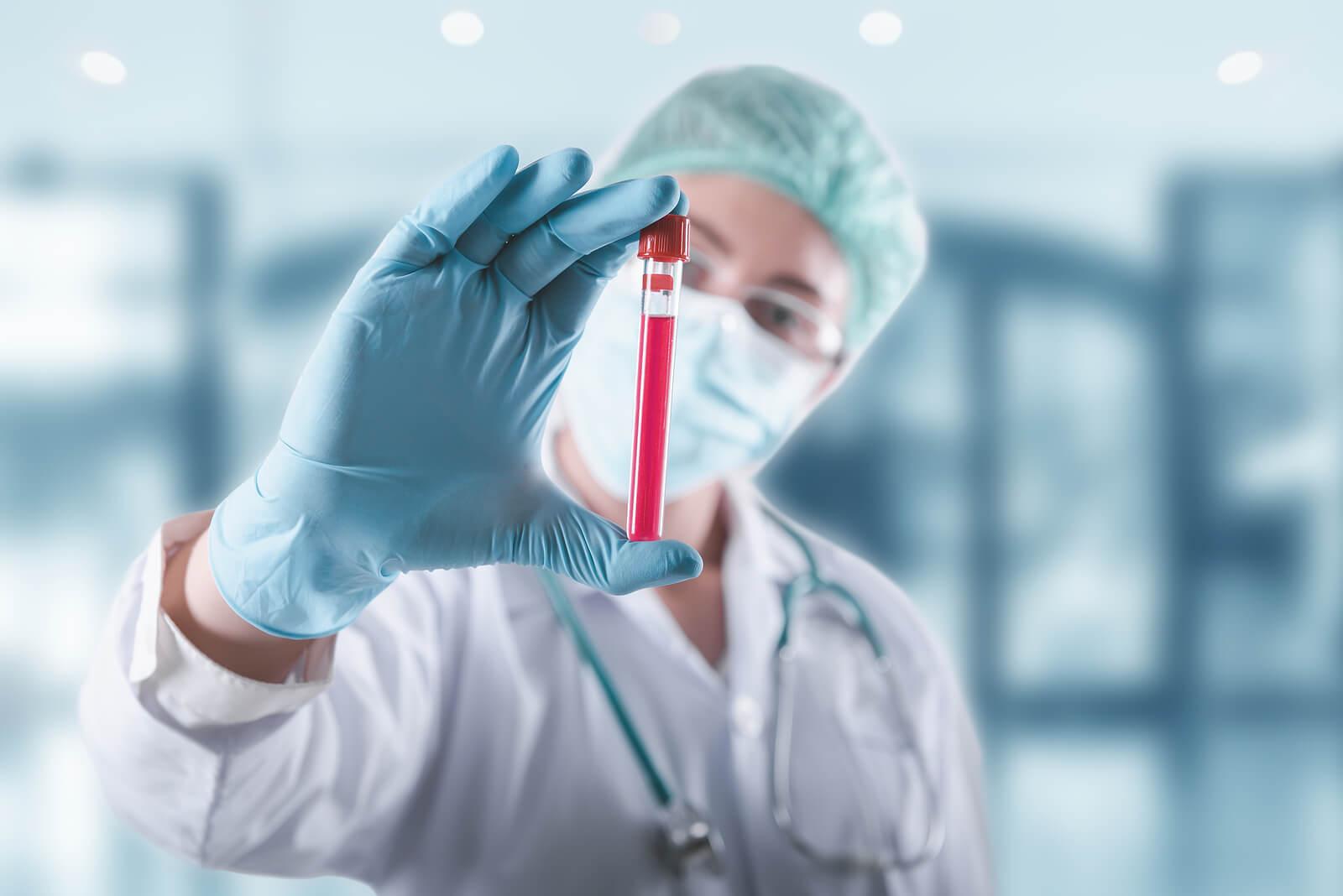 El virus del VIH fue eliminado por completo de la sangre de un paciente británico.