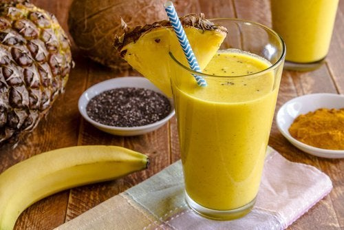 Delicioso batido de plátano y cúrcuma para depurar el hígado