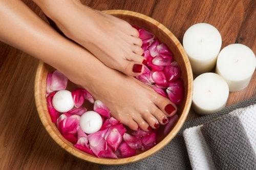 hierbas para hinchar pies y piernas
